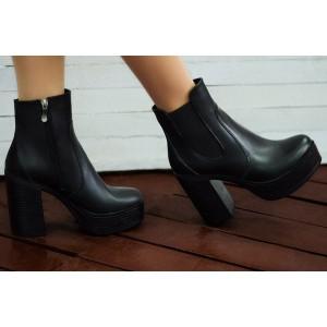 Купить черные ботинки на высоком каблуке