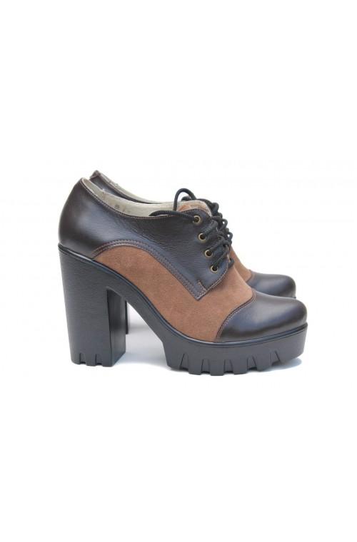 Коричневые туфли на каблуке